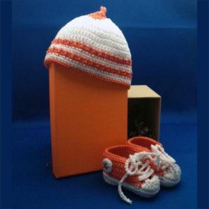 Sneakers+mutsje, oranje-wit 2