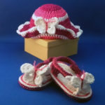 Sandaaltjes met mutsje, roze-wit